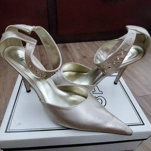 Shoes - Light gold heel